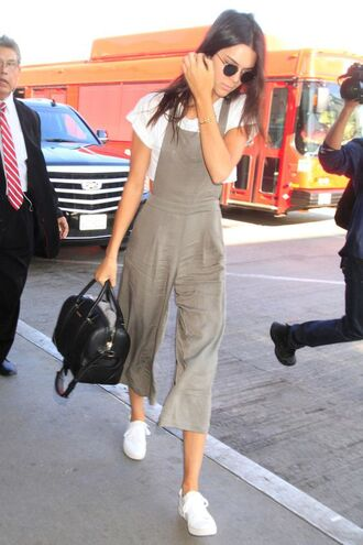 jumpsuit cropped jumpsuit grey jumpsuit summer outfits white top cropped crop tops white crop tops sneakers white sneakers bag black bag sunglasses black sunglasses kendall jenner celebrity style celebrity model