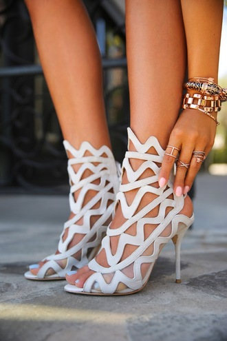 viva luxury shoes jewels nail polish clothes bloggers delicate rings gold ring knuckle ring statement shoes stilettos sophia webster delicate jewellery gold bracelet bracelets stacked bracelets caged heels jewelry ring rings and tings