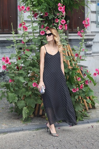 from brussels with love blogger dress shoes jewels polka dots maxi dress black dress