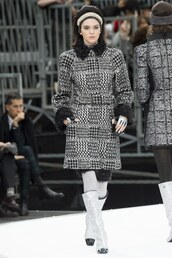 coat,chanel,skirt,kendall jenner,model,Paris Fashion Week 2017,fashion week 2017,runway
