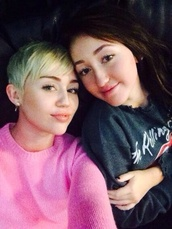 sweater,pink,miley cyrus