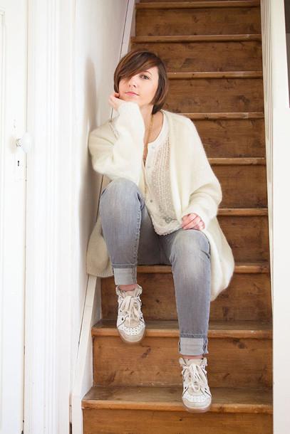 les noeuds de justine blogger blouse grey jeans white blouse cardigan