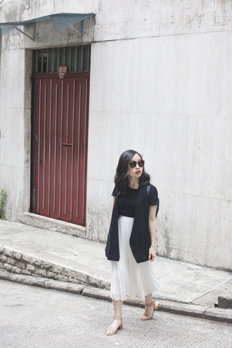 herwaisechoice blogger jacket skirt shoes sunglasses vest sandals pleated skirt white skirt