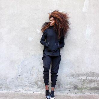 sweater maniere de voir black hoody essentials