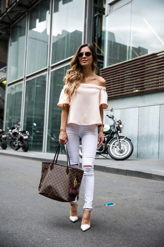 maria vizuete mia mia mine blogger sunglasses bag jewels off the shoulder louis vuitton pink top white jeans ripped jeans white heels louis vuitton bag tote bag