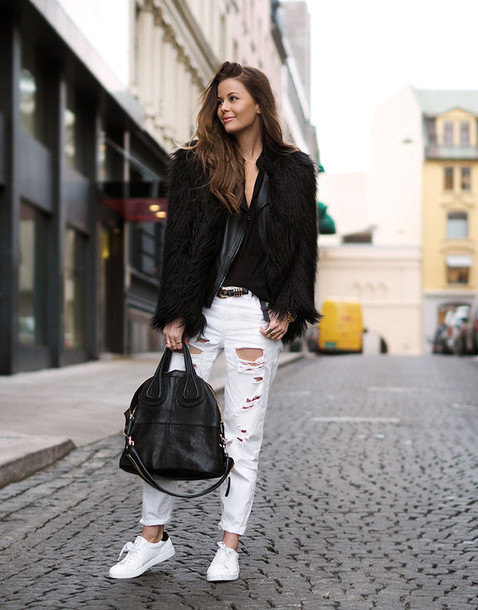 stylista blogger jeans ripped jeans white jeans fluffy black jacket black bag stan smith