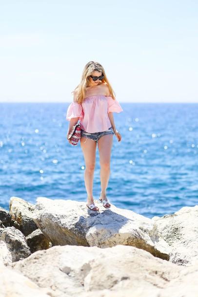 caroline louis pardonmyobsession blogger top shorts bag shoes