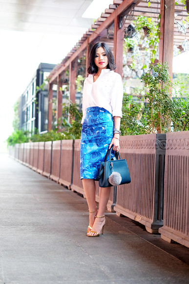 blogger bag white shirt jewels olivia lazuardy pencil skirt blue skirt roses sandals work outfit