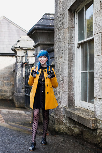 the clothes blogger coat blouse jewels skirt tights shoes polka dot tights polka dots blue hair button up button up skirt black skirt yellow coat yellow knitted gloves gloves