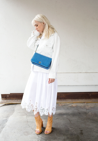 always judging blogger white dress blue bag white jacket peep toe boots dress shoes bag minimalist shoes