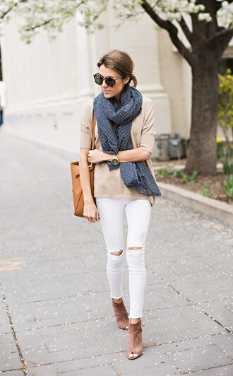 jeans navy blue scarf beige sweater distressed white jeans brown bag blogger brown heels sunglasses