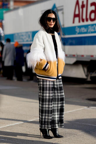 pants nyfw 2017 fashion week 2017 fashion week streetstyle tartan plaid printed pants wide-leg pants jacket white jacket boots black boots high heels boots pointed boots sunglasses
