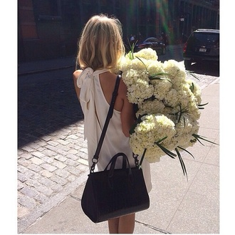 dress summer dress summer outfits summer white black blonde hair blond flowers brown bag sun sunshine world girl hipster bloggeers