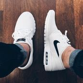 shoes,nike,white,nike shoes,white nikes,dope kicks,black,sneakers,white sneakers,low top sneakers,air max