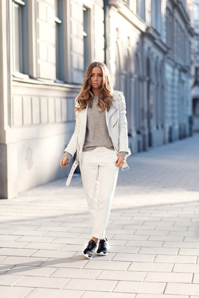 lisa olsson blogger white jacket perfecto white pants black sneakers grey sweater cashmere jumper