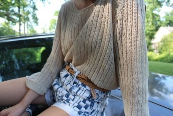 shorts sweater beige sweater knit sweater winter sweater knit knitted sweater jumper knitted jumper high waist shorts stripe shorts brown belt brown seater brown jumper cream jumper cream sweater winter woollen jumper woollen sweater woollen
