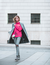lindarella,blogger,shoes,jeans,sweater,grey coat,pink sweater,grey jeans,skinny jeans,ankle boots
