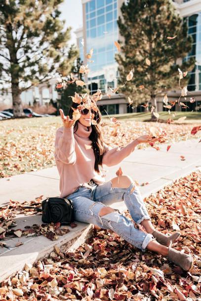 brittanymaddux blogger sweater shoes pants jeans belt shirt bag hat