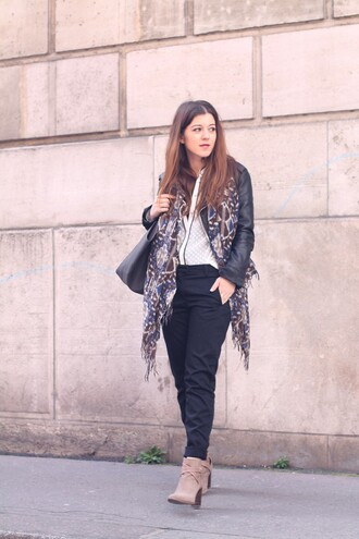 elodie in paris blogger printed scarf black pants white shirt suede boots