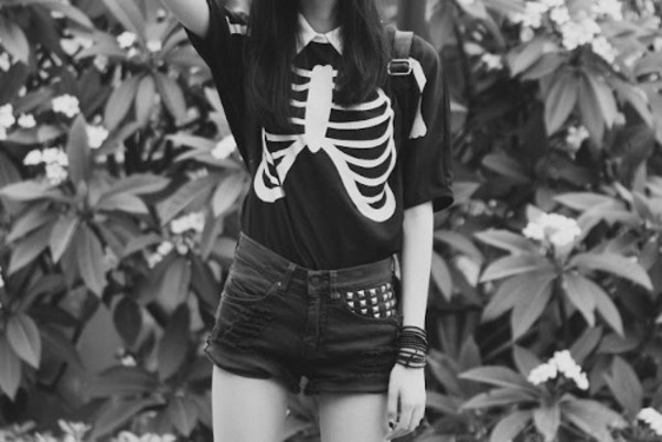 shirt black short sleeve bones skeleton mini shorts t-shirt hipster white clothe lovely bones rib cage shorts studded shorts High waisted shorts levi's grunge emo scene black and white tumblr outfit bag sweater studded punk goth tumblr halloween ribs blouse cute