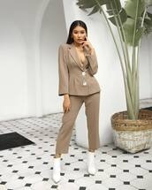 jewels,necklace,blazer,cropped pants,wide-leg pants,pants,white boots,ankle boots,earrings