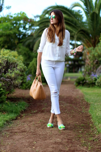 marilyn's closet blog blogger white blouse white ripped jeans rayban