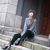 pants,cropped wide-leg velvet pants,cropped velvet pants,velvet pants,green pants,boots,black boots,patent shoes,patent boots,high heels boots,sweater,grey,grey sweater,bell sleeve sweater,bell sleeves