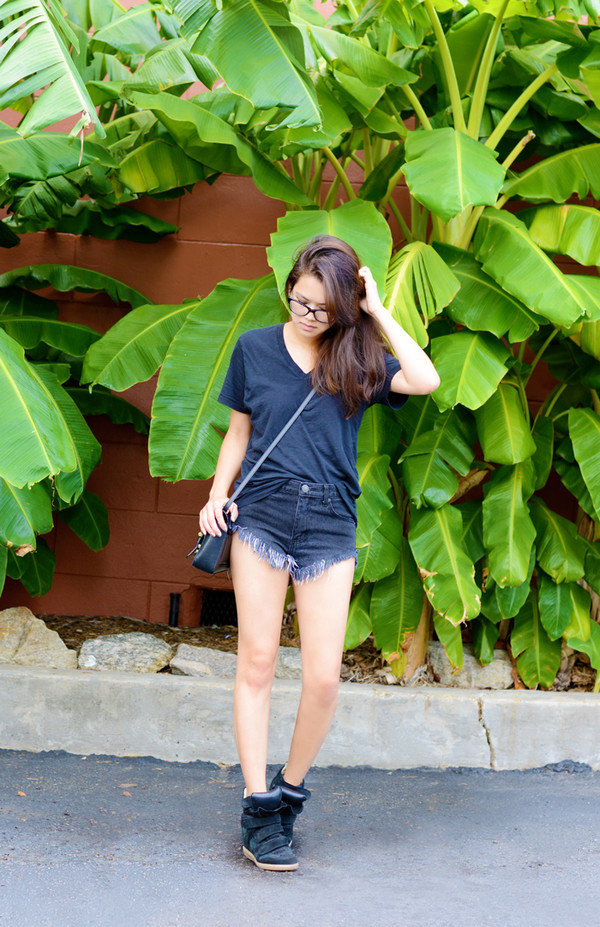 behind seams blogger t-shirt bag jewels shoes