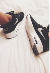 shoes,nike,air max,roshes,black and white,just do it,workout