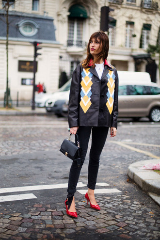 jacket jeanne damas printed jacket jeans black jeans pumps red pumps bag black bag top white top