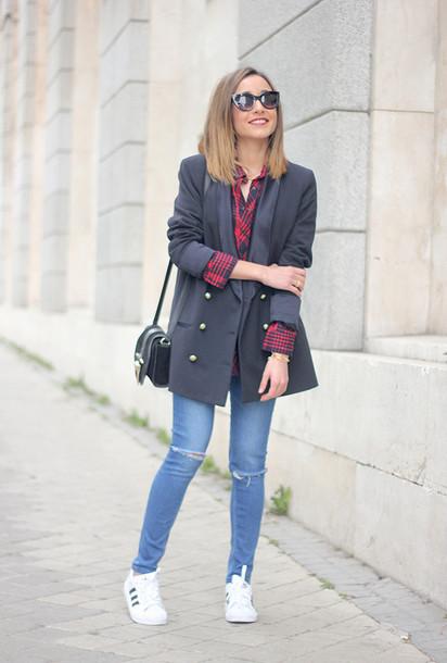 besugarandspice blogger shirt adidas shoes blazer shoulder bag jacket jeans shoes jewels sunglasses