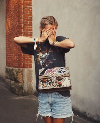 bag tumblr gucci embroidered embroidered bag printed bag gucci bag shorts denim shorts t-shirt black t-shirt graphic tee braid distressed denim shorts designer bag patch outfit idea