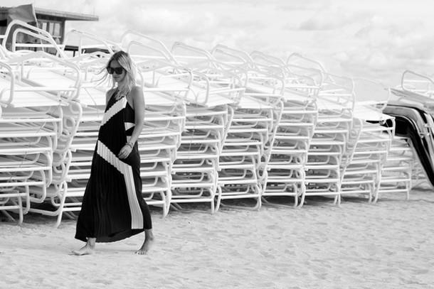 the fashion guitar blogger black and white dress dress sunglasses jewels