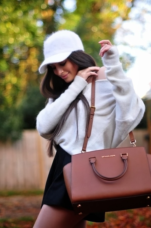 intrigue me now... sweater bag