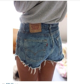 shorts high wasted bum shorts bum shorts high waisted bum shorts high waisted vintage shorts denim shorts vintage denim shorts vintage denim vintage denim fray frayed cut fray cute indie tan summer beach surf sun sea grey jumper jumper winter outfits high waisted shorts skinny