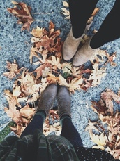 shoes,fall outfits,fall colors,boots,brown boots,nude boots,leaves