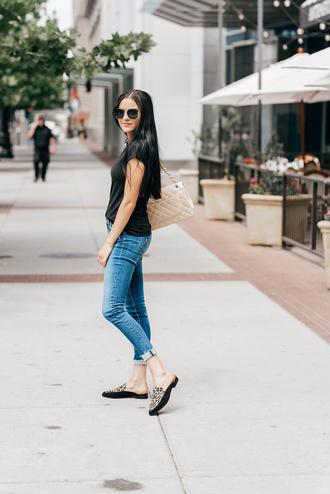 t-shirt tumblr black t-shirt denim jeans blue jeans skinny jeans cuffed jeans shoes mules leopard print sunglasses