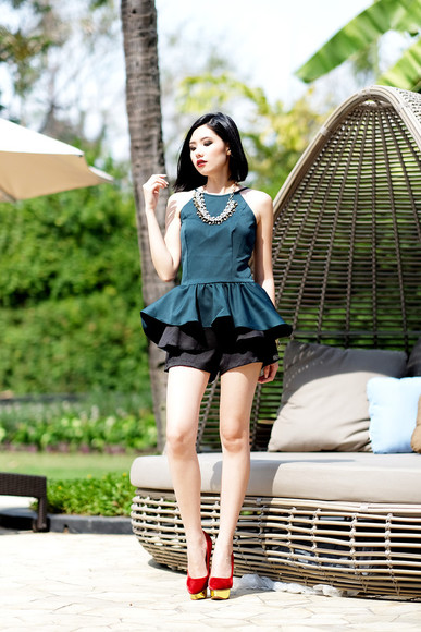 jewels top necklace olivia lazuardy blogger ruffle shorts emerald green