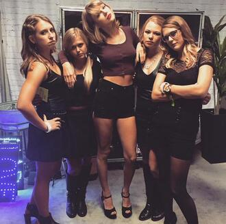 top fans shorts pumps taylor swift