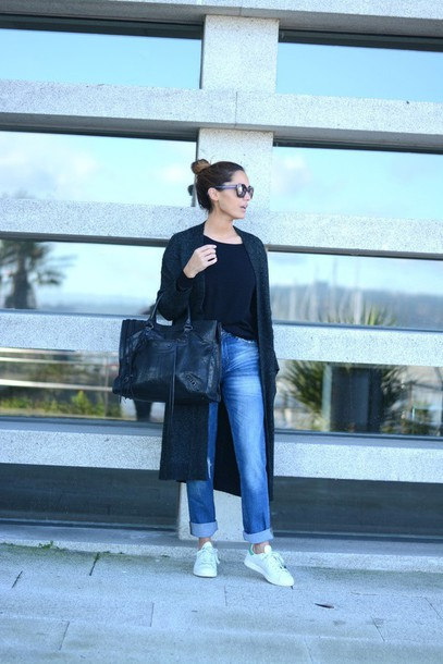stella wants to die blogger jeans cardigan bag sunglasses