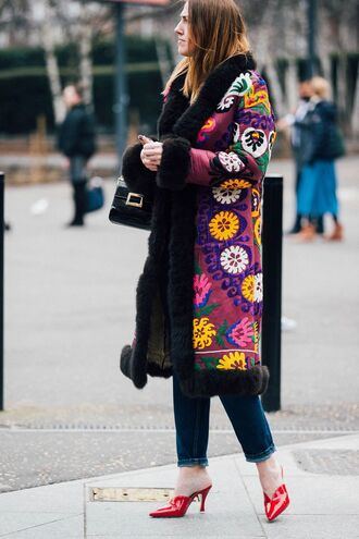 coat london fashion week 2017 fashion week 2017 fashion week streetstyle printed coat floral floral coat denim jeans blue jeans shoes mules red shoes red heels bag black bag