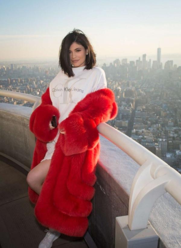 coat red coat kylie jenner kardashians instagram nyfw 2017 streetstyle fur fur coat