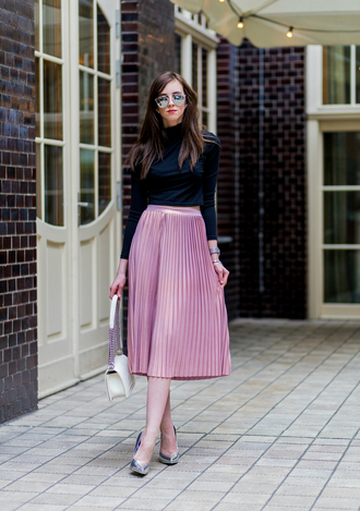 vogue haus blogger sunglasses jewels pink skirt pleated skirt black top long sleeves white bag