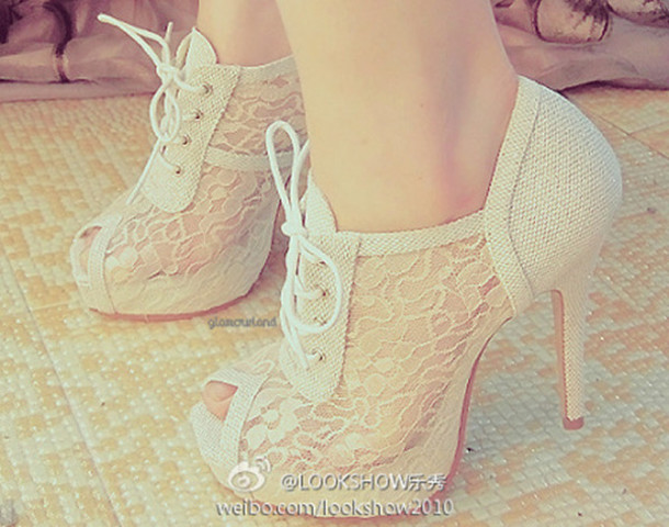 white shoes shoes high heels open toes boots lace white white lace heels laces high heels vintage shoe strings boot up lace up cute shoe pumps nude girls escarpins dentelle blanc cassé