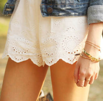 shorts clothes cute shorts white shorts white abercrombie & fitch denim jacket jacket denim jewels jewelry gold gold jewelry gold bracelet bracelets ring jeans oversized denim jacket oversized vintage levi's miley cyrus comfy