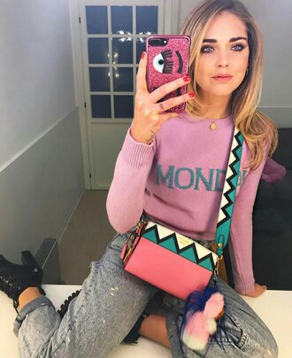 sweater pink sweater quote on it bag printed bag denim jeans blue jeans cuffed jeans chiara ferragni the blonde salad top blogger lifestyle phone cover bag accessoires