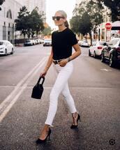 jeans,white denim,skinny jeans,pumps,high heel pumps,black t-shirt,handbag,belt,sunglasses