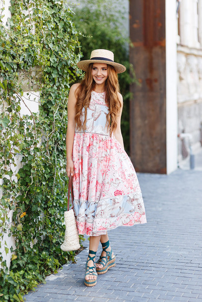 the mysterious girl blogger dress bag jewels hat