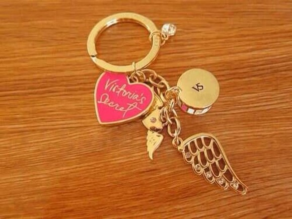 jewels victoria's secret pink keychain gold diamonds wings wings charm heart