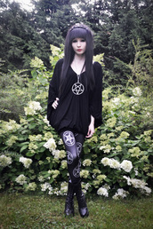 pants,black,black leggings,black suit,pentagram,pentagram necklace,pentagram leggings,witch,vicca,goth,satan,jewels,shirt